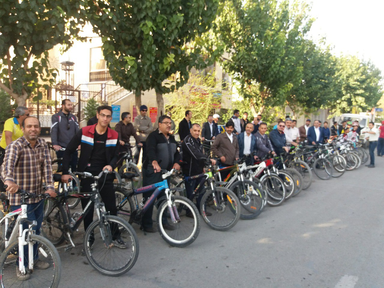 گزارش همایش دوچرخه سواری همکاران فرهنگی (آقایان) به مناسبت هفته ی تربیت بدنی