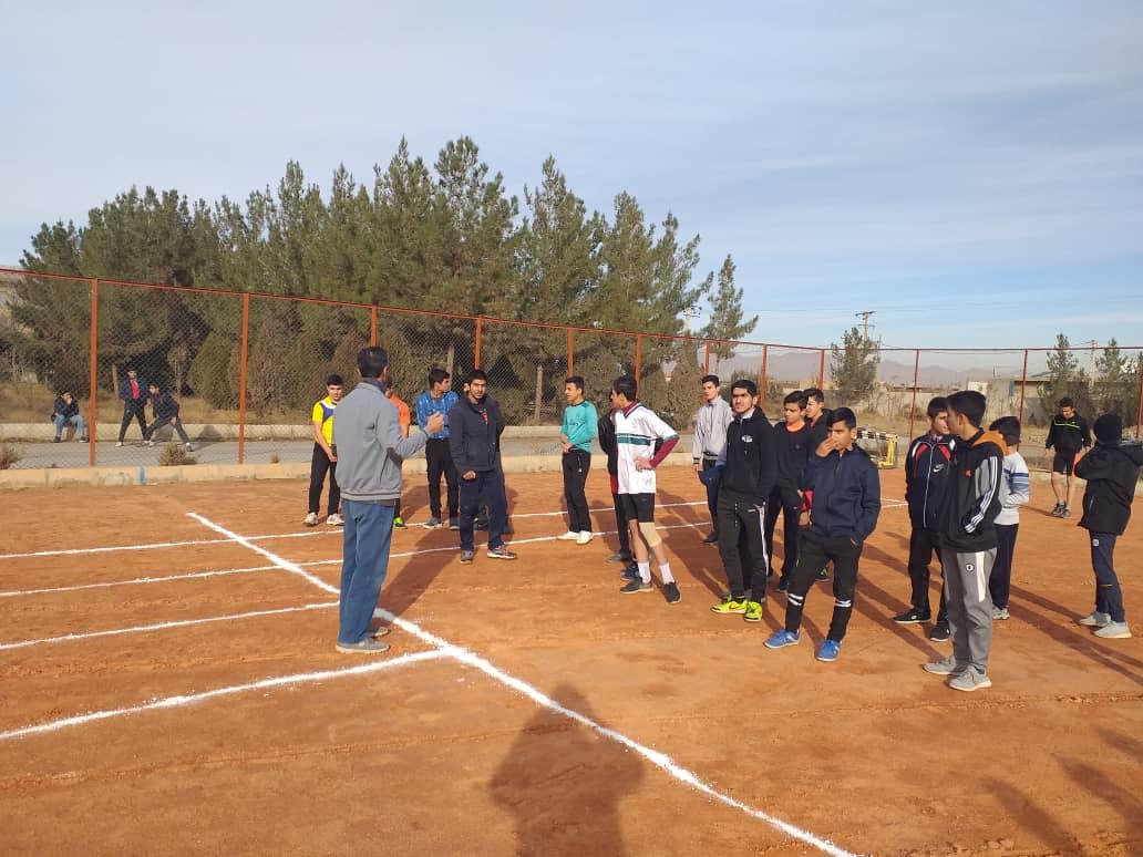 برگزاری مسابقات دومیدانی متوسطه اول پسران مدارس نجف آباد سال تحصیلی ۹۹-۹۸